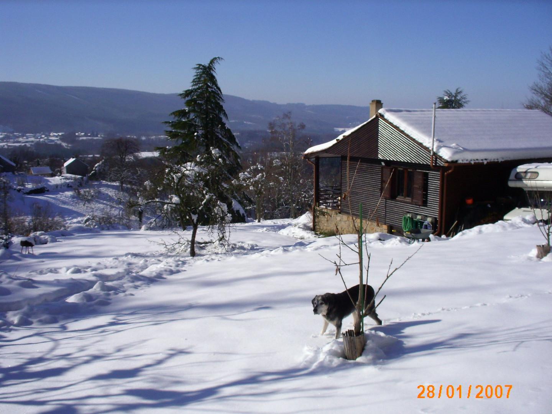 Gaudeix chalet sous la neige