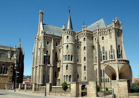 Gaudí-Palast in Astorga (ehemaliger Bischofssitz)