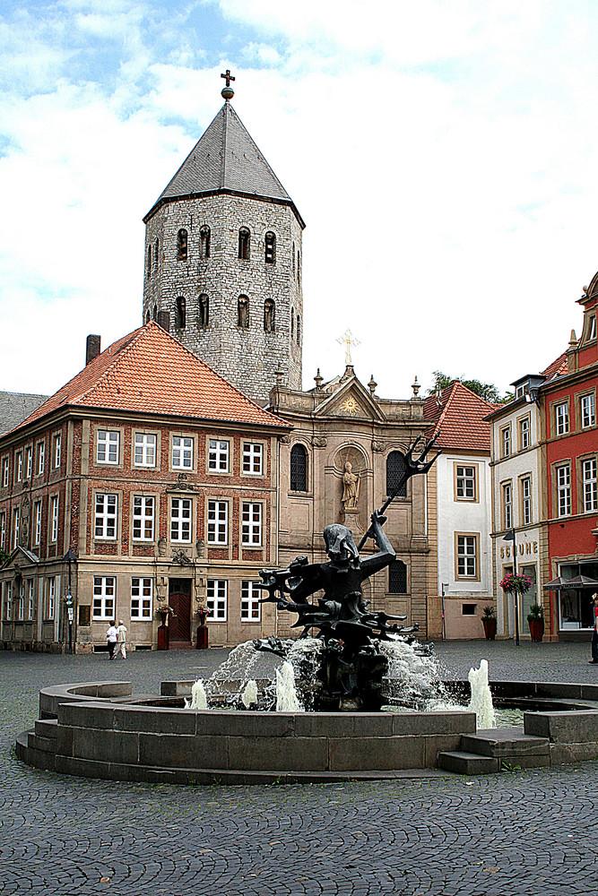 Gaukirche in Paderborn und Neptunbrunnen
