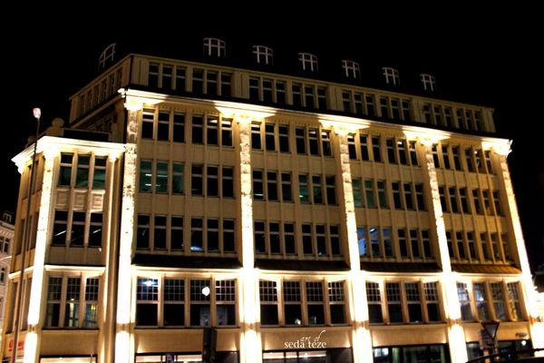 Gebäude in der Nacht