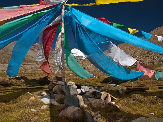 Gebetsfahnen im Wind am Mt. Kailash