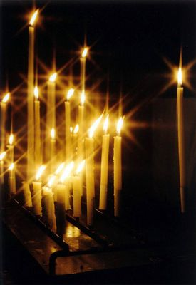 Gebetskerzen in Kathedrale von Rouen