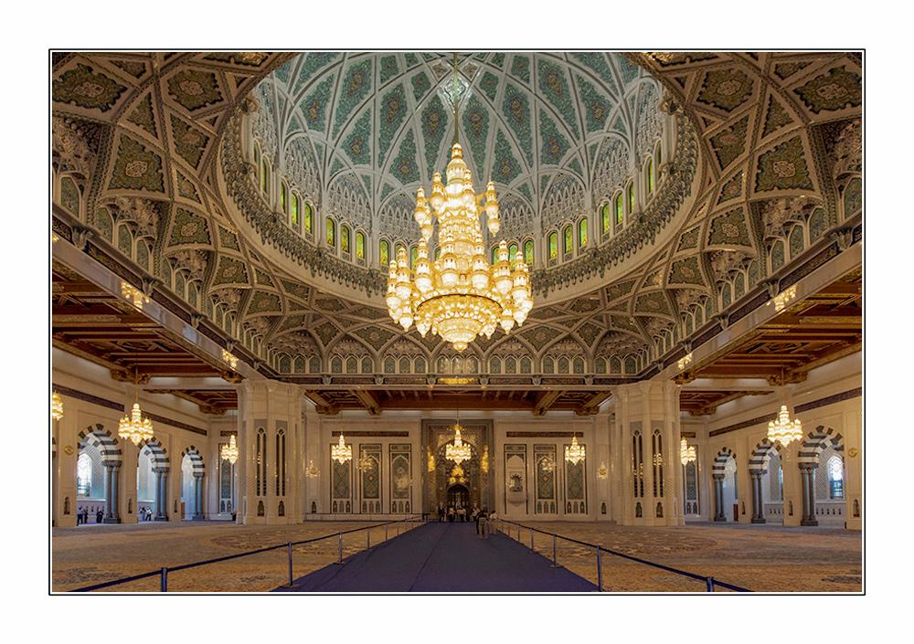 Gebetsraum der Sultan Quabus Moschee in Muscat/Oman