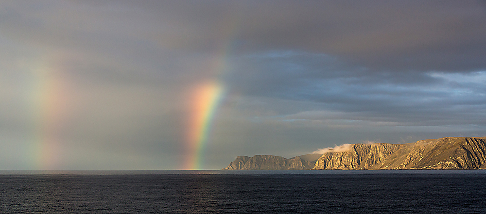 Gebirgswand nördlich von Kjollefjord