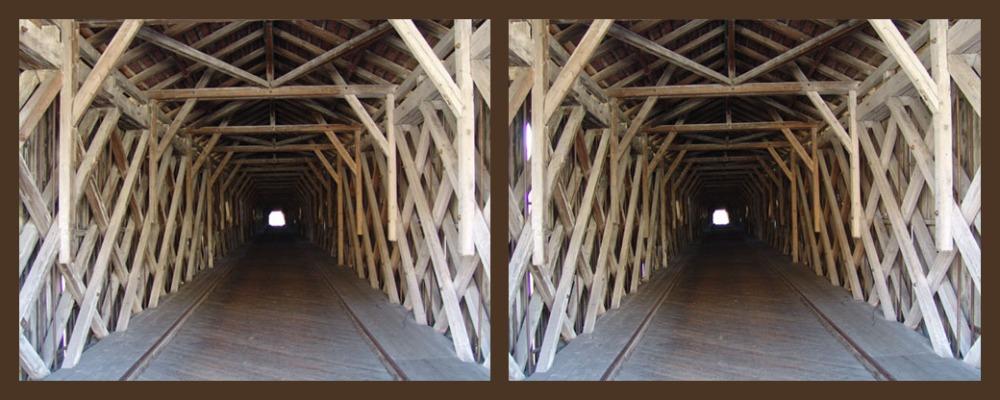 Gedeckte Holzbrücke