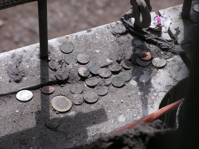 Gedenkmünzen am Ground Zero