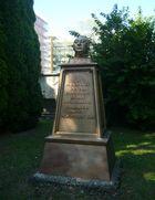 Gedenkstätte für Max Baur, den Erbauer der Baurblöcke