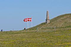 Gedenkstein vor dem Leuchtturm Bovbjerg Fyr bei Ferring in Midtjylland (DK)