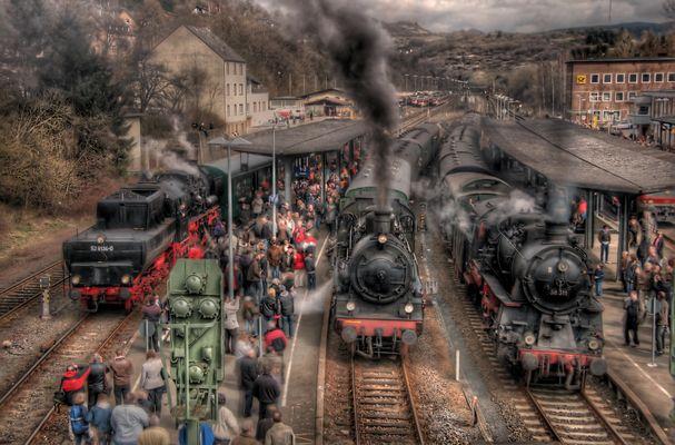 Gedränge am Bahnhof Gerolstein, 05.04.2010