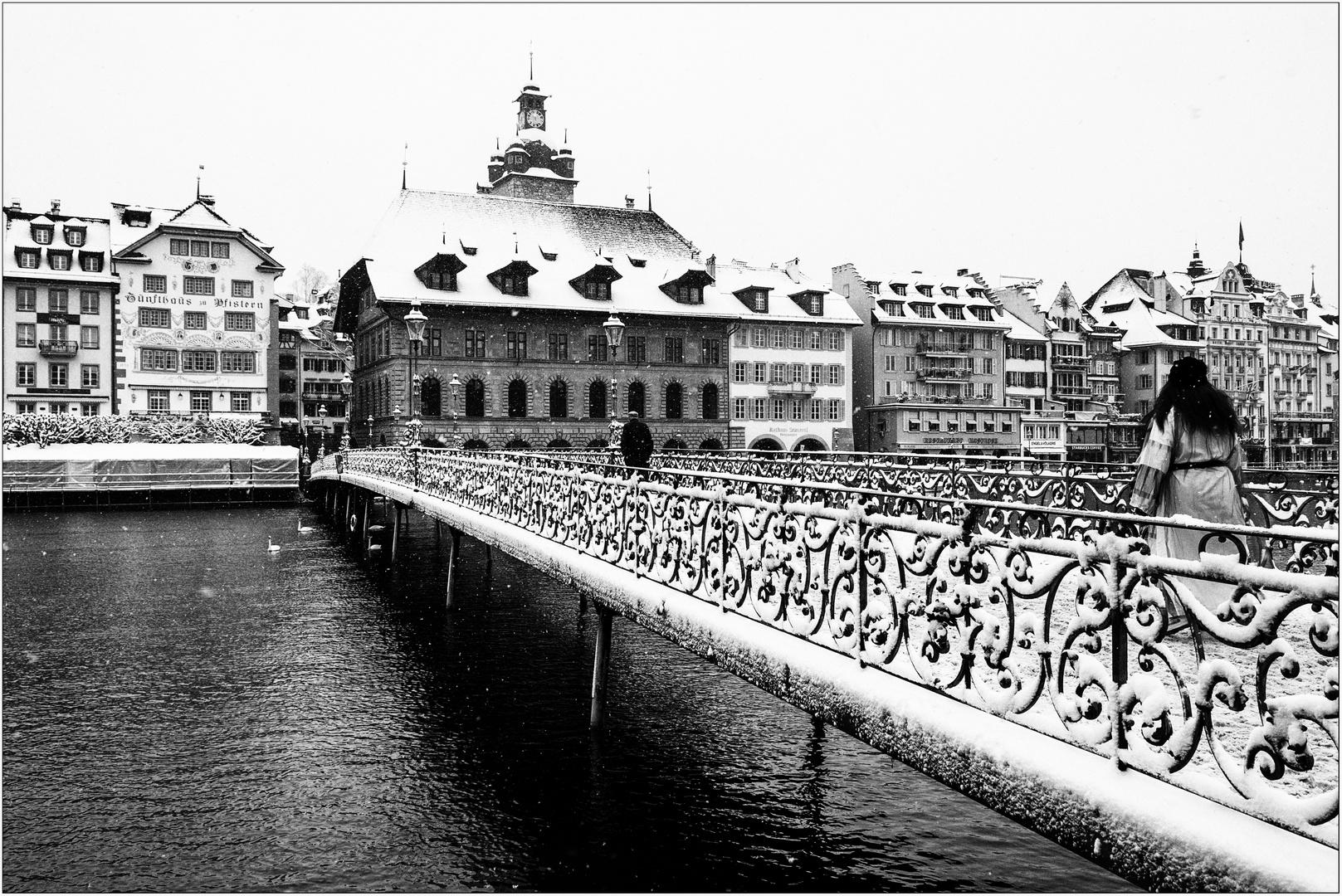 Gefallener Engel - Brücke überquerend