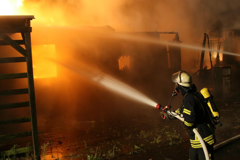 Gegenangriff - Bekämpfung eines Garagenbrandes