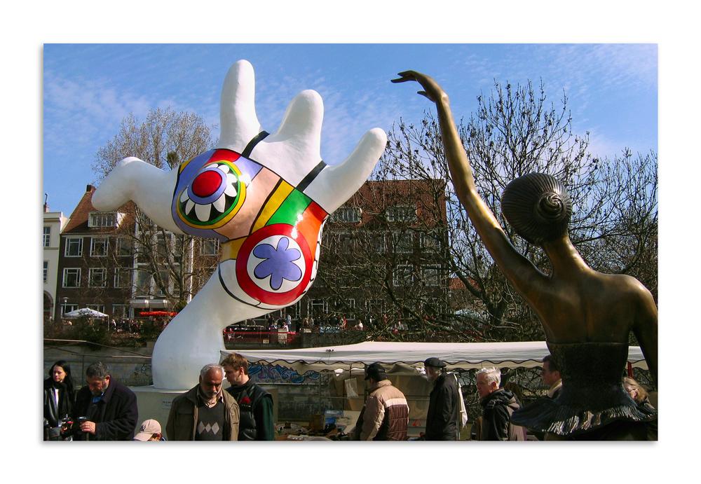 Gegensätze tanzen sich an             (Nana - Niki de Saint-Phalle)