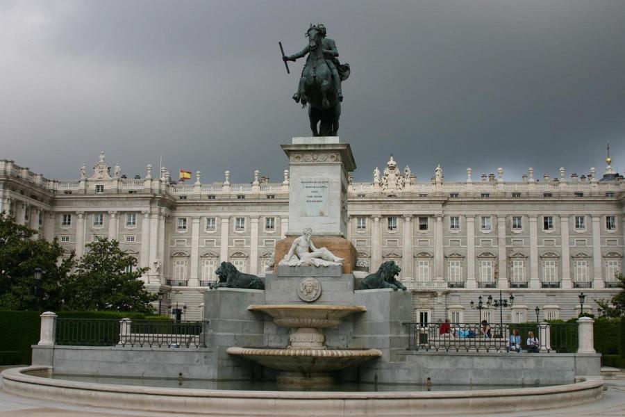 Gegenüber das Palacio Real