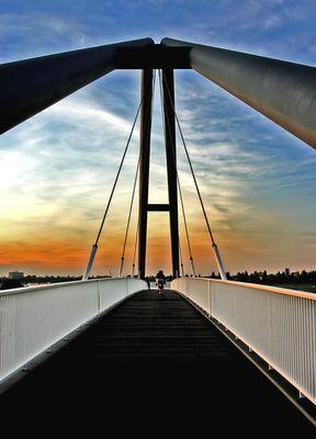 Geh auch DU über die Brücke!