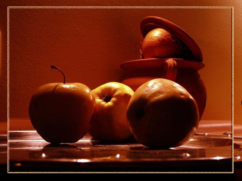 """Geheimes Apfeltreffen. """"Still!!! - Die Zwiebel schon wieder..."""""""