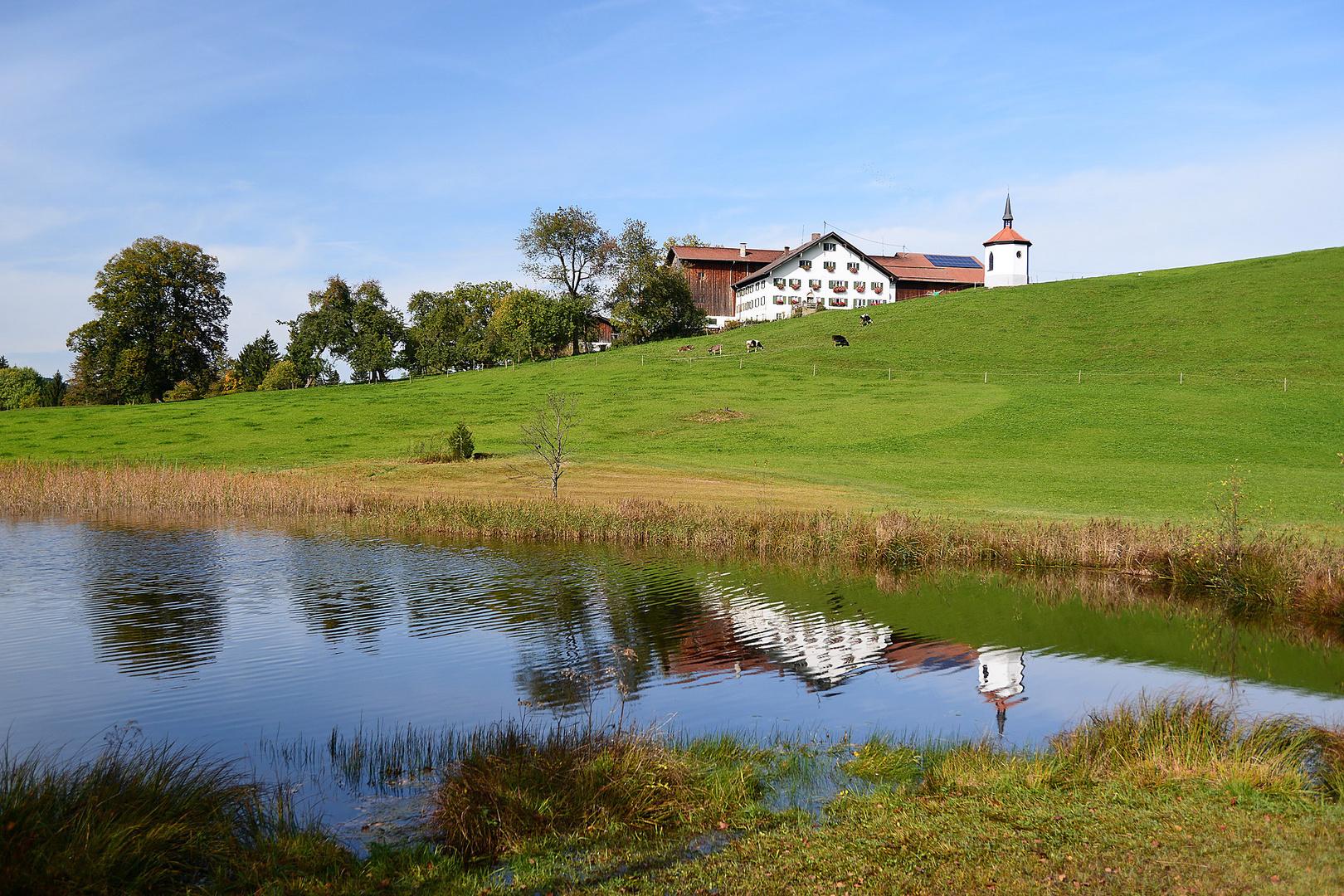 Gehöft am Hegratsried See. Ostallgäu.