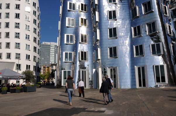 Gehry-Bauten Vorderansicht 1