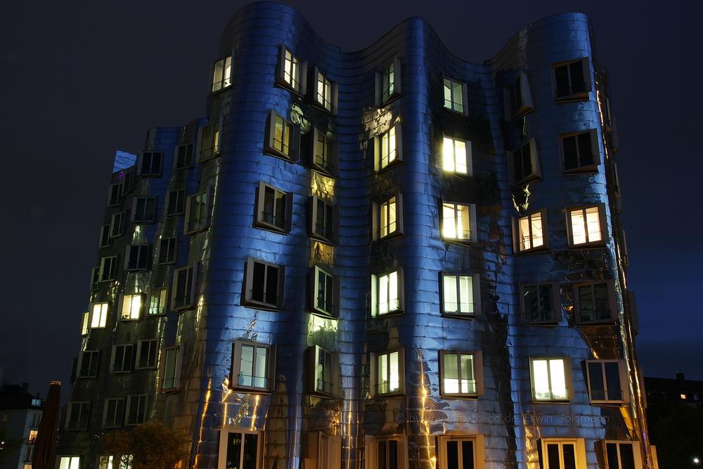 ....Gehry Haus im dunkeln