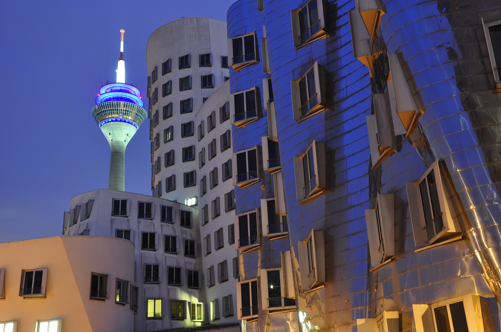 Gehry meets Rhein-Tower