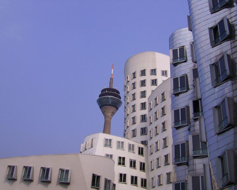 Gehry mit Fernsehturm