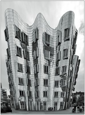 Gehryngfügig verzerrt