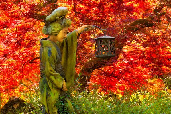 Geisha mit Laterne - Japanischer Garten Leverkusen