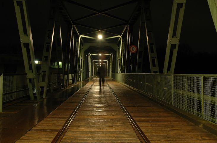 Geist auf Brücke