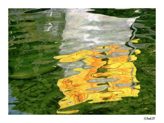 Gelb im Wasser