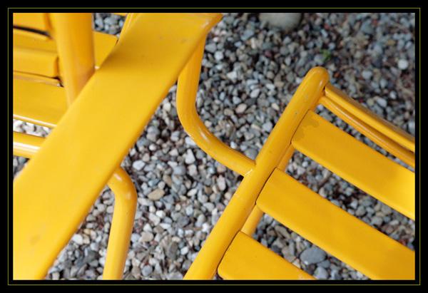 Gelbe Gartenstühle  ...