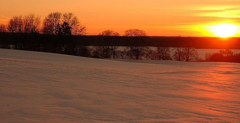 Gelbe Sonne - roter Schnee