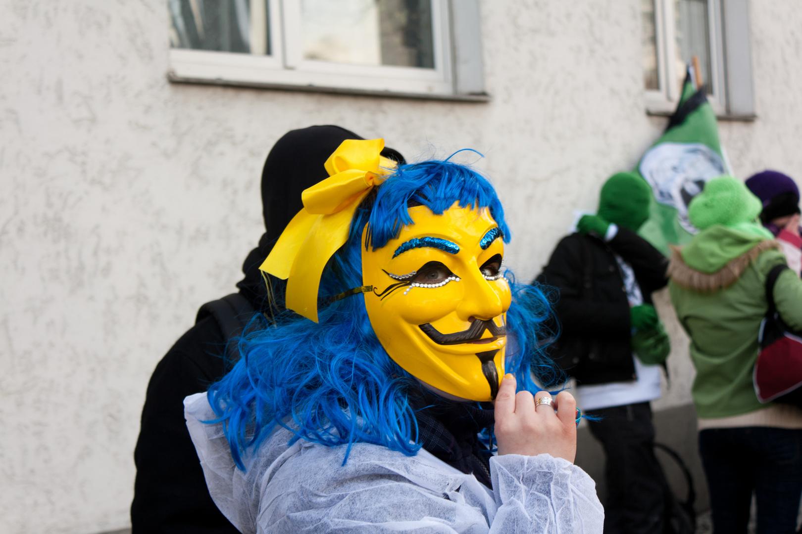 Gelber Anonymous Aktivist
