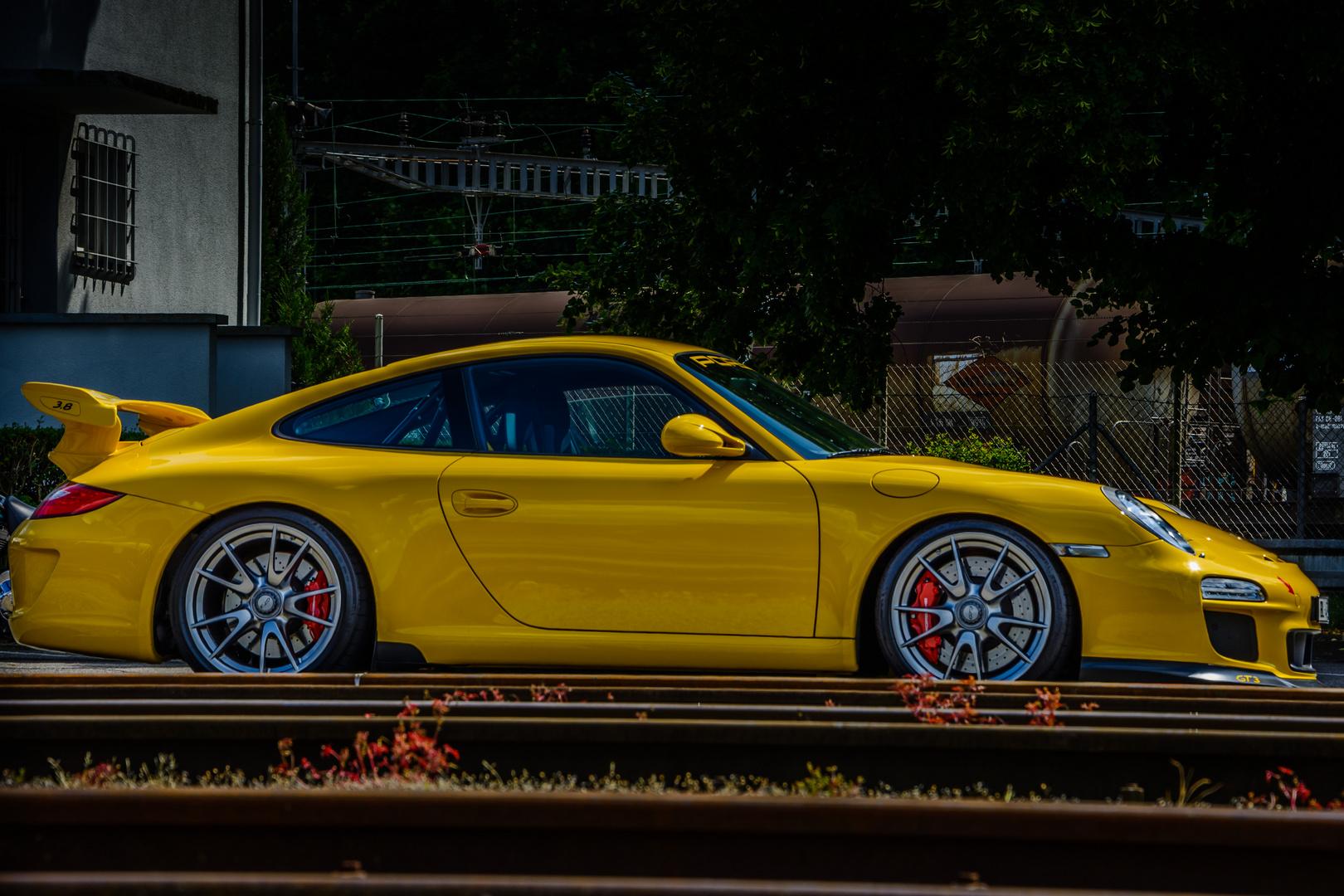 gelber Porsche GT3
