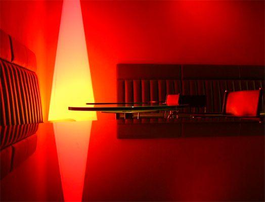 Gelbes Licht in Rotem Raum