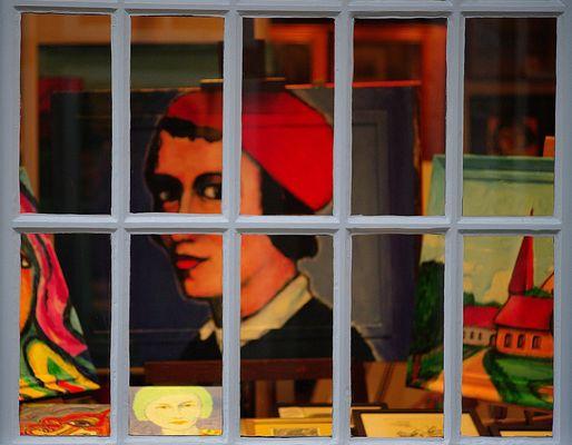 Gemälde hinter Fenster