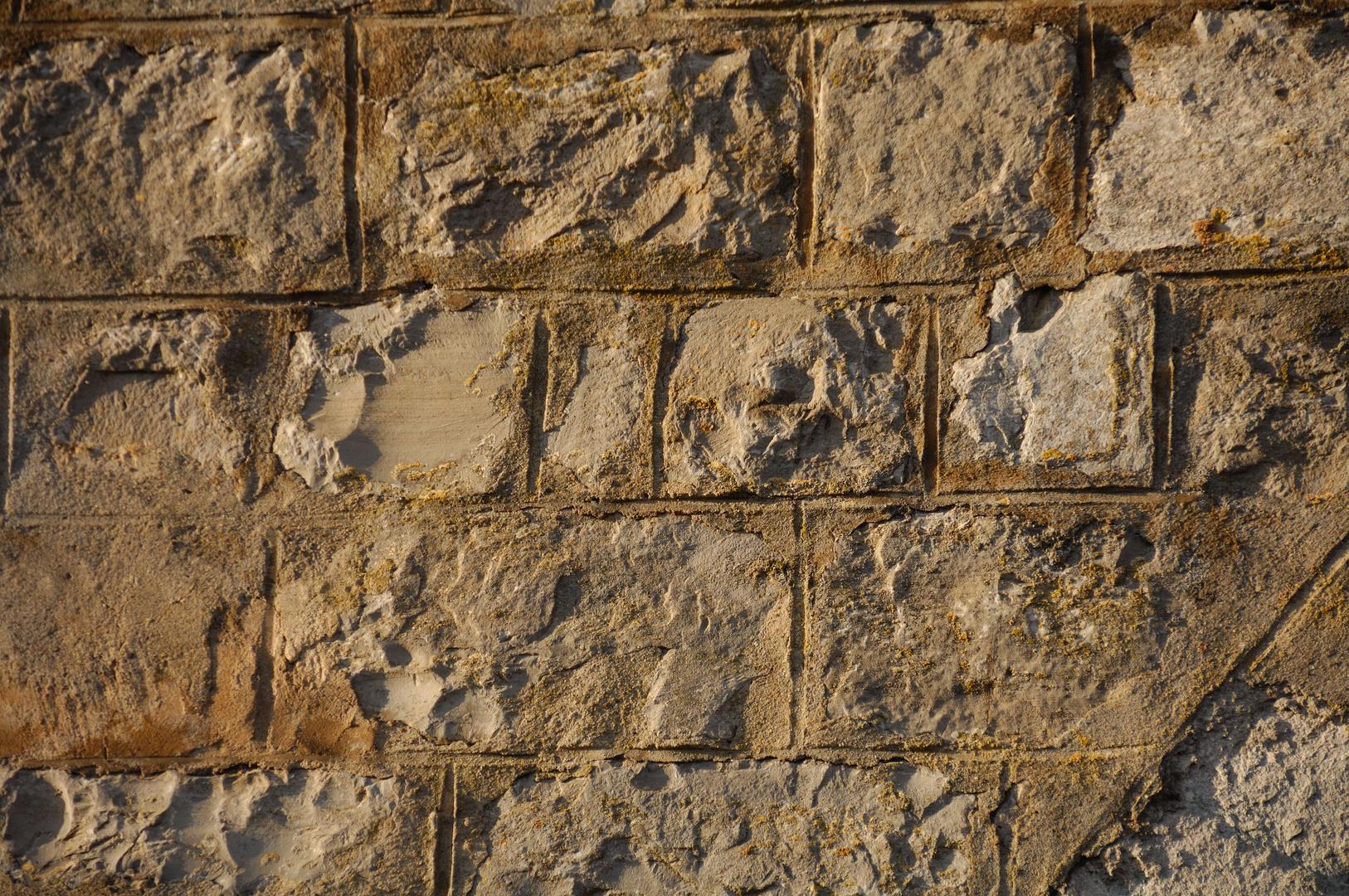Gemäuer eines Steinbogenviadukts