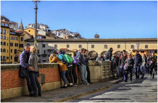 Gente sul Lungarno