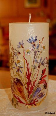 gepresste Blumen auf Kerze Handarbeit