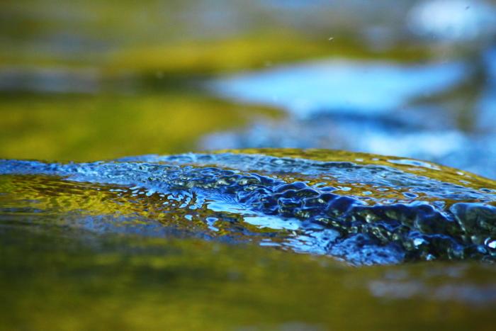 Geriffeltes Wasser