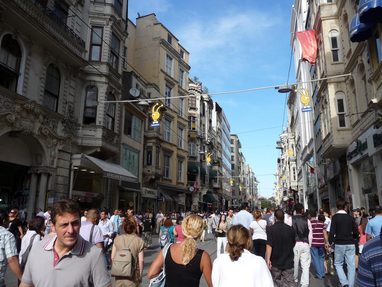 geschäftiges Treiben auf der Istiklal Caddesi