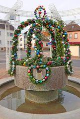 Geschmückter Brunnen