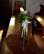 Geschmücktes Kirchenbankerl