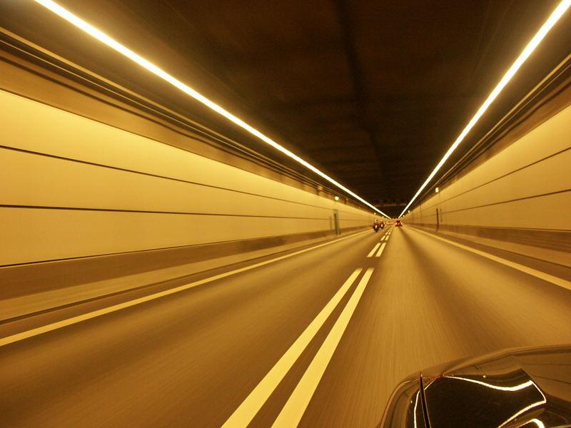Geschwindigkeit im endlosen Tunnel