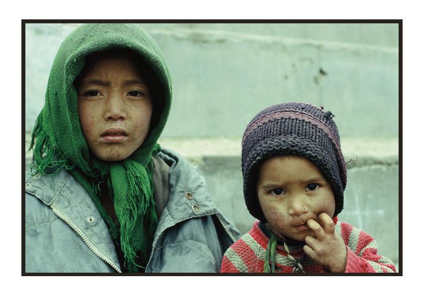 Geschwister aus Pashupatinath, Nepal