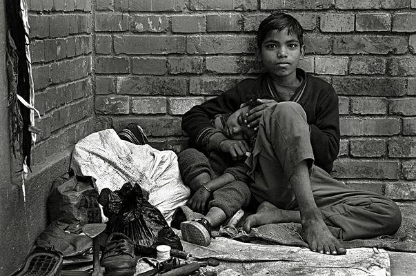 Geschwister in Kathmandu