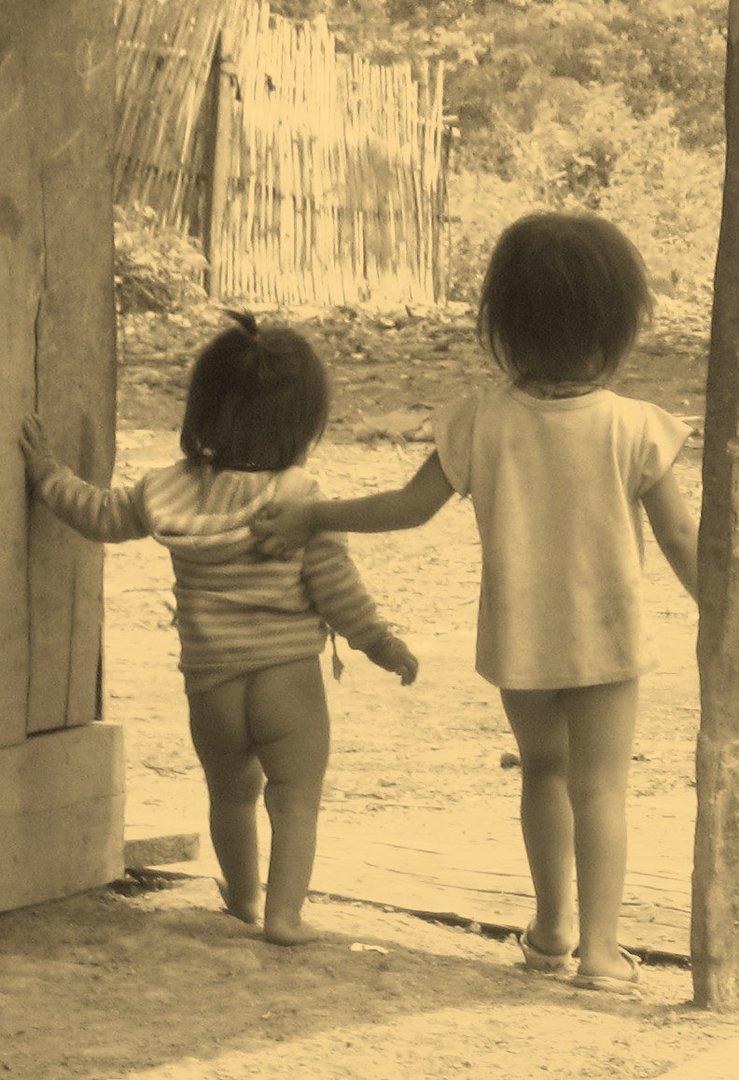 Geschwister in Laos