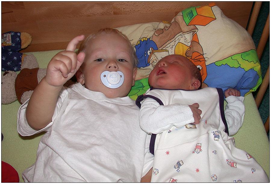 Geschwisterliebe vom ersten Tag an!
