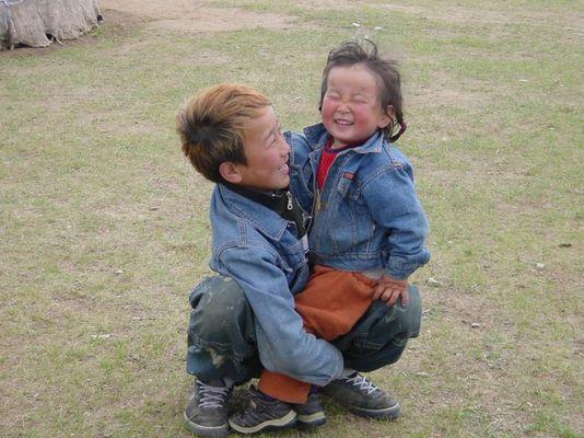 geschwisterpaar in der mongolei