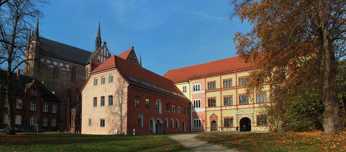 Gesehen in Wismar - Den Protyp eines Baustils vor der Georgenkirche