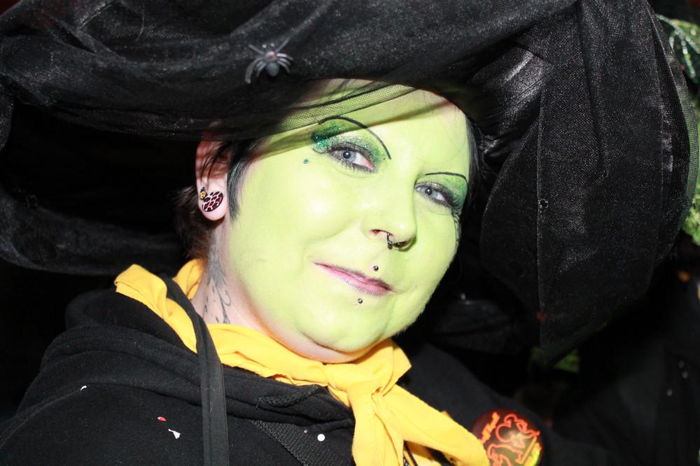 Gesicht in Grün - Nachtumzug in Speyer