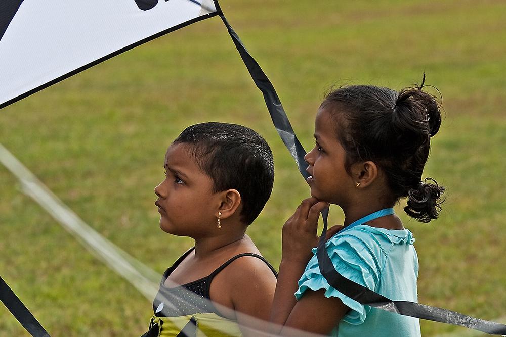 Gesichter Asiens, Kinder beim Drachen fliegen II